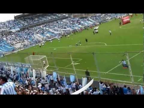 """""""[HD] Club Atletico Tucumán - ...♫...Vo tené Un Defecto... ♫..."""" Barra: La Inimitable • Club: Atlético Tucumán"""
