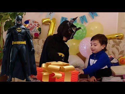 Распаковываем много подарков.Костюм  Бeтмена. Конфеты и игрушки  на День рождения.