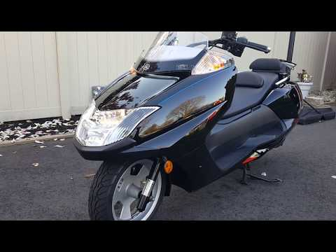A REVIEW! Yamaha Morphous Scooter.As a previous Helix owner, Better than the Helix