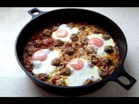 Tajine de koftas con huevos