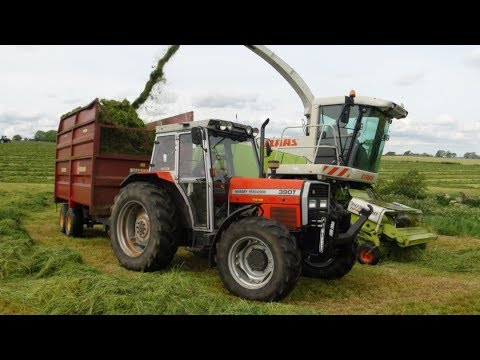 Classic Massey Ferguson at the round bale silage 2020