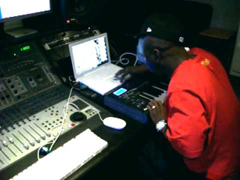 DJ REK Making A BEAT! RiDiCuLOus!!! Fix