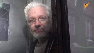 """Wsparcie Juliana Assange'a przed londyńskim sądem: """"Bądź silny, będziesz wolny!"""""""