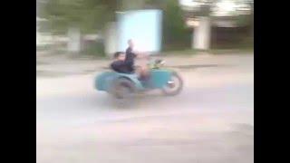 Приколы / Люди под алкоголем: Пьяный водитель мотоцикл Урал или МТ, авария на дороге, кровь, жертвы