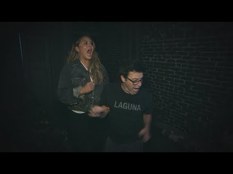 Chrissy Teigen & Average Andy Go Through a Haunted House (видео)