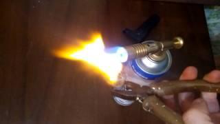 Скручиваем и разрываем лампочку накаливания при помощи газовой горелки