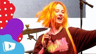 "Tessa Violet Performs HER BOP ""Crush"" Live on the VidCon Festival Stage"
