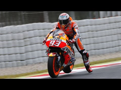 The Leg Dangle EXPLAINED - Why do Moto GP racers wave their leg when going into corners?