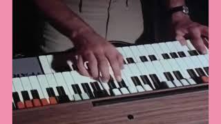 أغنية سيارته أكبر وفلوسه أكثر مع محمد جمال من فيلم (سروال وميني جوب) عام 1973 تحميل MP3