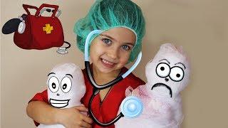 Играем в Доктора лечим кукол! Доктор Эмилюша бинтует пациентов  от всех болезней Веселое видео