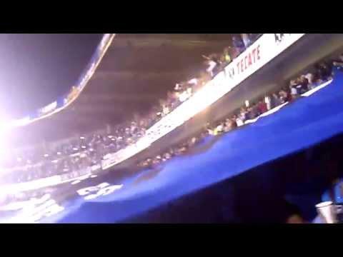 """""""Almohada"""" Barra: La Resistencia Albiazul • Club: Querétaro"""