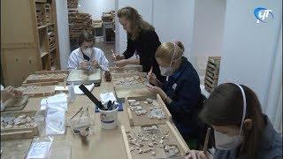 В Антонове участники научной конференции проходят практику по воссозданию уникальных новгородских фресок