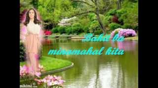 Angeline Quinto-Bakit ba Minamahal Kita  W/ Lyrics