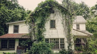 SAD ABANDONED HOUSE w/ CRAZY FIND IN BARN *FILLED W/ Antiques & Personal Belongings