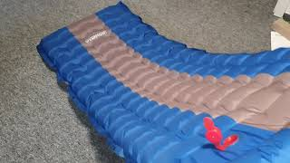Die Luftmatratze mit eingebauter Luftpumpe Overmont Camping Isomatte