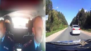 В Нижегородской области сотрудники ДПС остановили автомобиль нарушителя, применив табельное оруж...
