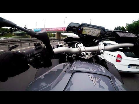 Szybki przejazd motocyklem