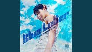 Kadr z teledysku BLUE (English Ver.) tekst piosenki WONHO