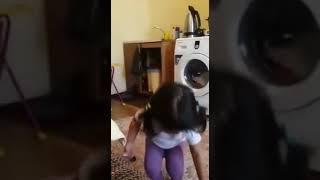 Дочка ругает маму