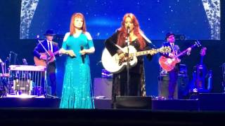 The Judds: (Wynonna Judd/Naomi Judd preform) Maybe your baby's got the blues