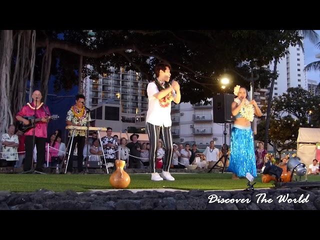 En Quelques Minutes Une Danseuse A Appris Chorgraphie Au Chanteur Japonais Qui T Invit Participer Spectacle Il Apprend Trs Rapidement