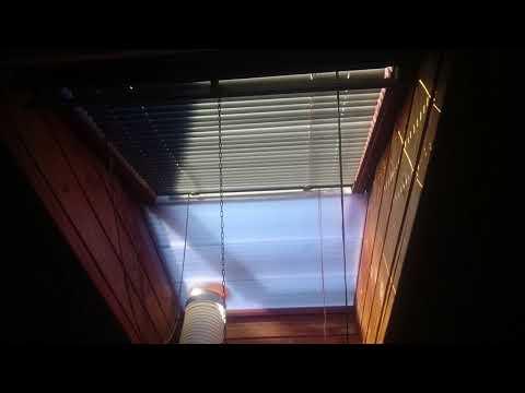 Klimaanlage Abluftschlauch durch Dachfenster führen