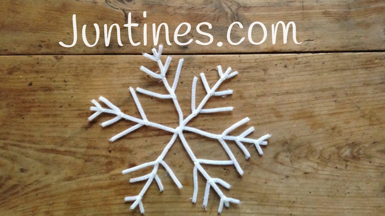Adorno navideño: Copo de nieve con limpiapipas