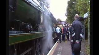 preview picture of video 'Steam. 34046 Braunton at Shalford station + VSOE Pullman. 1/11/13'