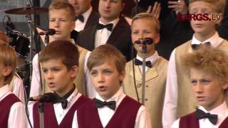 Latviešu strēlniekiem - 100. Jāzepa Mediņa mūzikas skolas zēnu koris viesojas Ādažu bāzē
