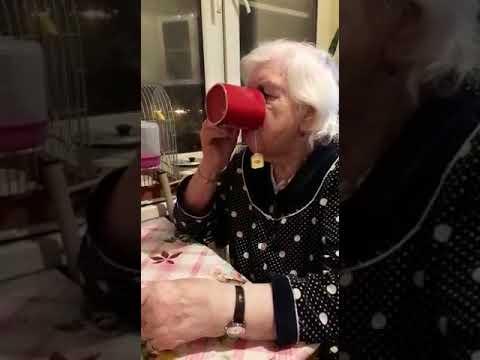Ухаживаю за бабушкой.