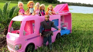 CAMPER ! Elsa & Anna toddlers go Camping with Barbie - Built-In pool play - Picnic
