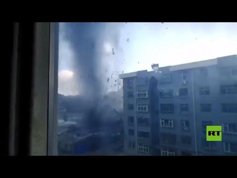 شاهد عاصفة تورنادو تضرب مدينة صينية