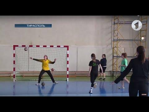 Спорт-ревю / Гандбол. Гандболистки ПГУ-СДЮШОР - серебряные призеры чемпионата