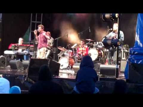 Skydiggers – Pull Me Down (Live)