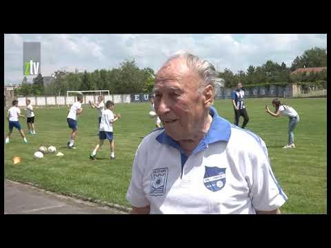 Filip Milojković Fića savetuje mlade fudbalere na pragu desete decenije