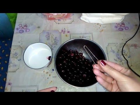 Как достать косточки из вишни/ Лайфхак как быстро достать косточки из вишни/