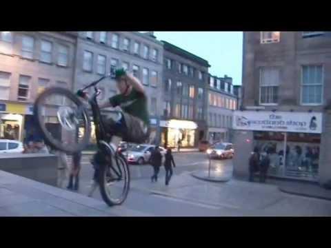Tak sie dziś jeździ rowerem po ulicach