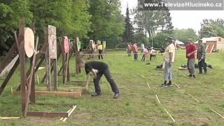 Kravaře: soutěž v házení nožem a sekerou (18.5.2013) │ www.TelevizeHlucinsko.cz