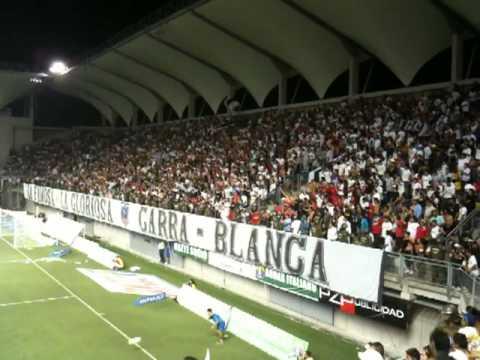 """""""Garra Blanca - Que Pasa Chuncho Hueco"""" Barra: Garra Blanca • Club: Colo-Colo"""