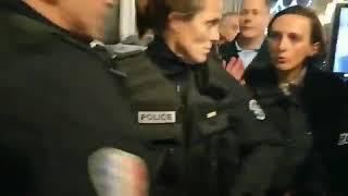 Zdjęli kaski i nie chcieli walczyć z protestującymi. Brawo Francuscy policjanci, gdyby nasi mieli tyle odwagi…
