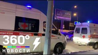 Кареты скорой помощи прибывают в аэропорт Ханты-Мансийска