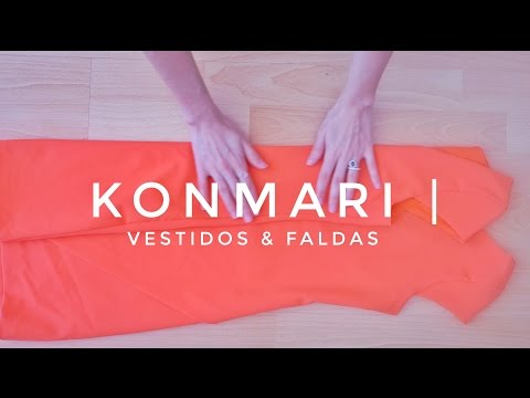 Cómo doblar vestidos & faldas | Método KonMari por Marie Kondo