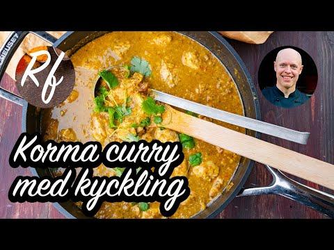 En mild currygryta med kyckling, russin, kokosmjölk, kryddor och mandel.>