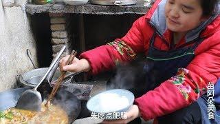 苗大姐的酸汤肥肠,酸辣麻味,一碗米饭泡汤喝,回味无穷