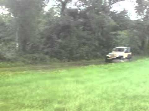 Met een jeep door de modder in Overloon