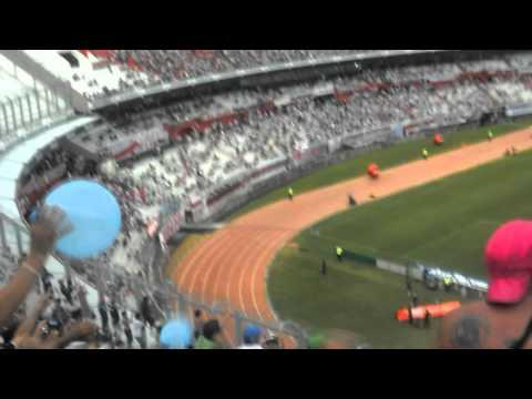 """""""LA GENTE LEPROSA VS River ( Dejando la vida en la tribuna ♪)"""" Barra: Los Caudillos del Parque • Club: Independiente Rivadavia"""