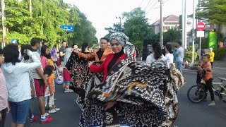 Begini Meriahnya Gelaran Fashion Show Batik in Harmony di Car Free Day