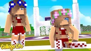LITTLE KELLY BREAKS HER LEG! College Life| Minecraft Little Kelly