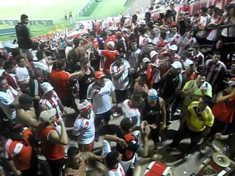 """""""Entrada de Los Borrachos Del Tablon en Mendoza 2014"""" Barra: Los Borrachos del Tablón • Club: River Plate"""