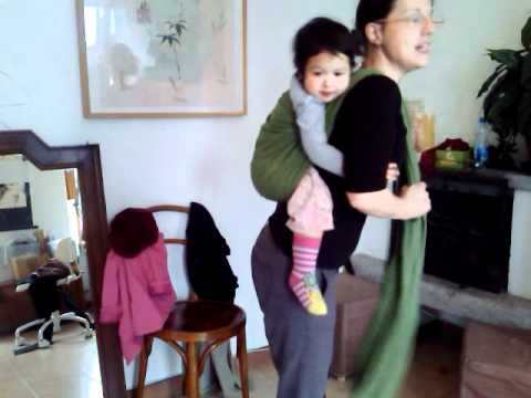 Legature fascia portabebè: zaino con bambino toddler.